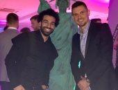 محمد صلاح يحتفل بالكريسماس مع لوفرين مدافع ليفربول