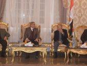 محافظ المنيا يستقبل محافظين سابقين بالديوان العام