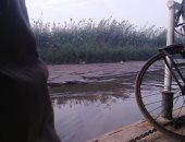 قارئ يشكو: لا نستطيع العبور خارج قريتنا بسبب جفاف مجرى النيل بأبو النمرس