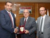 رئيس جامعة أسيوط يناقش سبل التعاون مع جامعة الملك سعود بمجال علاج الأورام