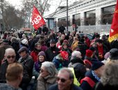 """صور.. آلاف المتقاعدين يتظاهرون فى فرنسا تحت شعار """"ماكرون لص"""""""