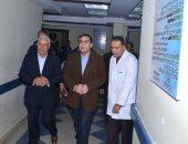 """صور.. رئيس الوزراء يتفقد مستشفى الحمام بمطروح لمتابعة تنفيذ """"100 مليون صحة"""""""