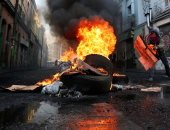 صور.. اشتباكات عنيفة خلال احتجاجات تطالب بتحسين ظروف العمل فى تشيلى
