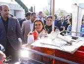 3 وزراء ومحافظ القاهرة يسألون الشباب عن أسعار المأكولات فى شارع 306