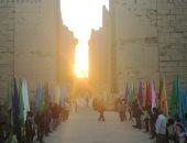 """فيديو وصور.. أكثر من 3 آلاف سائح يشهدون تعامد الشمس على """"قدس الأقداس"""" بالكرنك"""