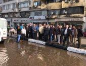 فيديو وصور.. محافظ القاهرة يتفقد موقع كسر ماسورة مياه كورنيش النيل أمام ماسبيرو