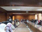 صور.. رئيس جامعة جنوب الوادى يعقد إجتماع بإدارات فرع الجامعة بالأقصر