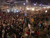 مظاهرة مناهضة للحكومة أمام مبنى الإذاعة فى صربيا