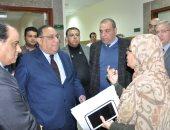 رئيس جامعة حلوان يزور مستشفى 15 مايو النموذجى