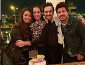 كل سنة وإنتى طيبة.. مصطفى خاطر يحتفل بعيد ميلاد زوجته فى جو عائلى