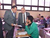 فيديو وصور..رئيس جامعة أسيوط يتفقد لجان الامتحانات بكلية التجارة