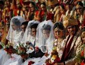 صور.. حفل زفاف جماعى لـ 261 عروساً لعائلات فقيرة فى الهند