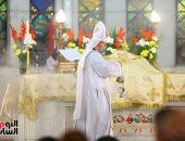الأقباط الكاثوليك يحيون قداس عيد الميلاد بكاتدرائية العذراء