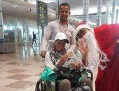 صور.. المطارات المصرية تتزين لاستقبال أعياد الميلاد المجيد