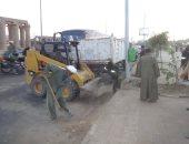 صور.. رئيس مدينة الأقصر يتابع أعمال رفع كفاءة كورنيش النيل استعدادا لرأس السنة