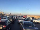 زحام مرورى أعلى طريق مصر إسكندرية الزراعى بسبب تصادم 3 سيارات نقل ثقيل