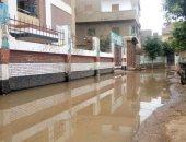 مياه الصرف الصحى تغرق الشوارع بكفر قرطام فى الغربية