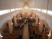 صور.. سوريون يحيون أعياد الميلاد على أنقاض كنيسة دمرها تنظيم داعش