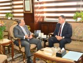 وزير التنمية المحلية يلتقى محافظ الشرقية لمتابعة موقف المشروعات المتعثرة