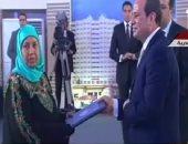 الرئيس السيسي يسلم عقود 10 وحدات سكنية بمشروع إسكان بشاير الخير 2