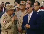 """الرئيس السيسي يتفقد مشروع""""بشاير الخير2"""".. ويستفسر عن سبب مبنى مائل"""