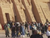 معبد أبوسمبل يستقبل 2500 سائح أجنبى برًا ونهرًا وجوًا