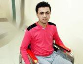 فيديو وصور.. شاب يعانى من شلل رباعى يطالب بترخيص كشك للإنفاق على أسرته بكفر الشيخ