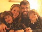 بعد اتهامات التهرب الضريبى.. شاكيرا تحتفل بعيد الميلاد بصورة جديدة للعائلة