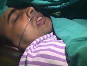 شاهد.. عملية إزالة ورم بالمخ لمريض هندى مستيقظ يؤدى طقوسا هندوسية