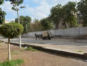 محافظ الجيزة يضبط سيارة كارو أثناء نبش صاحبها بصناديق القمامة بالدقى