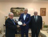 رئيس جامعة عين شمس يبحث مع سفير مصر بسلطنة عمان إقامة معرض للجامعات المصرية