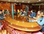 محافظ كفر الشيخ يستقبل وفد وزارة المالية ويتسلم شاشات المالية لدعم متخذى القرار