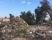 صور.. شكوى من تراكم القمامة وانتشار مياه الصرف بترعة الجعفرية فى الغربية
