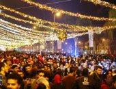 """""""أغانى ورسومات وبلالين"""" .. المواطنين يستقبلون العام الجديد فى """"وتر واى"""" التجمع بالاحتفالات"""