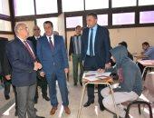 صور.. رئيس جامعة أسيوط خلال متابعة سير الامتحانات: إجراءات عديدة لمنع الغش