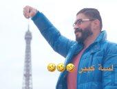 """خالد سليم """"لسه كبير"""" من أمام برج إيفيل احتفالا برأس السنة"""