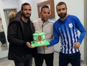صور.. إنبى يحتفل بعيد ميلاد رامى صبرى قبل مواجهة الطلائع