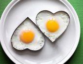 أضرار البيض وكثرة تناوله منها غنى بالكولسترول الضار لصحة القلب
