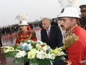صور..رئيس العراق يضع إكليل زهور على نصب الجندى المجهول بمناسبة عيد الجيش