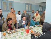 فيديو وصور.. نائب رئيس جامعة أسيوط يطمئن علي جودة التغذية المقدمة للطلاب المغتربين