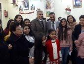 محافظ المنيا يهنئ أطفال دار البنات القبطية بعيد الميلاد المجيد