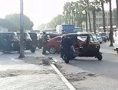 """شاهد """"التوك توك"""" يعطل المرور بشارع الهرم ويغزو ميدان الجيزة"""
