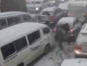شاهد..قطع الطريق الدولى بين سوريا ولبنان بسبب الثلوج