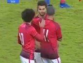 شاهد.. لحظة خروج محمد محمود مترجلاً أمام سموحة بعد إصابة الصليبى