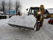 صور.. شلل مرورى بسبب استمرار تساقط الثلوج فى بولندا