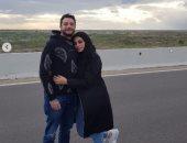 رومانسية على الطريق.. شاهد أحمد الفيشاوى وزوجته فى أحدث فوتو سيشن