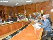 رئيس جامعة أسيوط يبحث خطة تأهيل جميع القطاعات للحصول على شهادة الأيزو