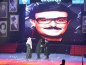 شاهد.. كيف أضحك سمير غانم وعبد الرحمن أبوزهرة الجمهور أثناء تكريمهما بالمسرح العربي