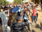 """""""رويترز"""": متظاهرون سودانيون يتوجهون إلى مبنى وزارة الدفاع في الخرطوم"""