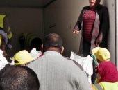 صور.. قافلة غذائية مجانية لأهالى وسط الاسكندرية